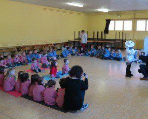 action de sensibilisation dans une école primaire